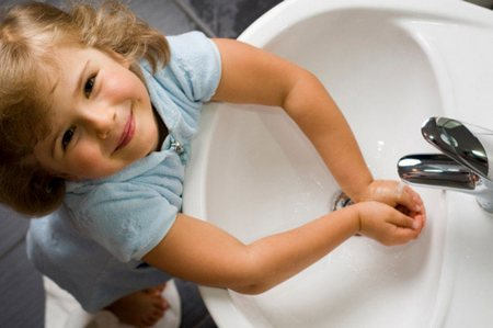 Мытье лица - приучаем детей к гигиене