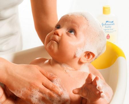 Чем лучше мыть новорожденного