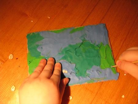Прорисуем контуры рыбок на открытке