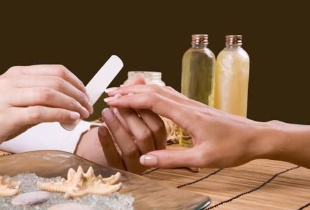 Подпиливать ногти