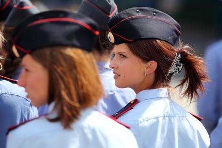 Девушка полицейский