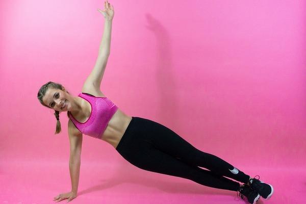 9 способов, как подтянуть кожу на животе после резкого похудения или родов