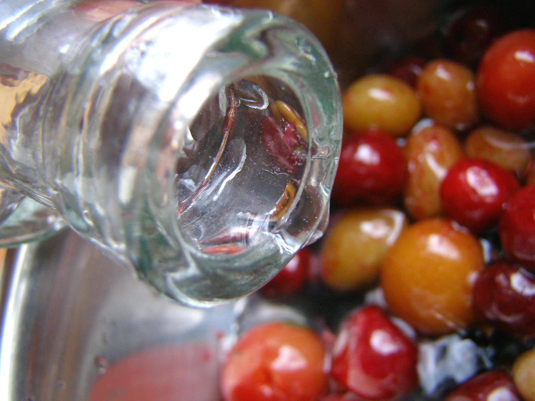 Зальем фрукты водой