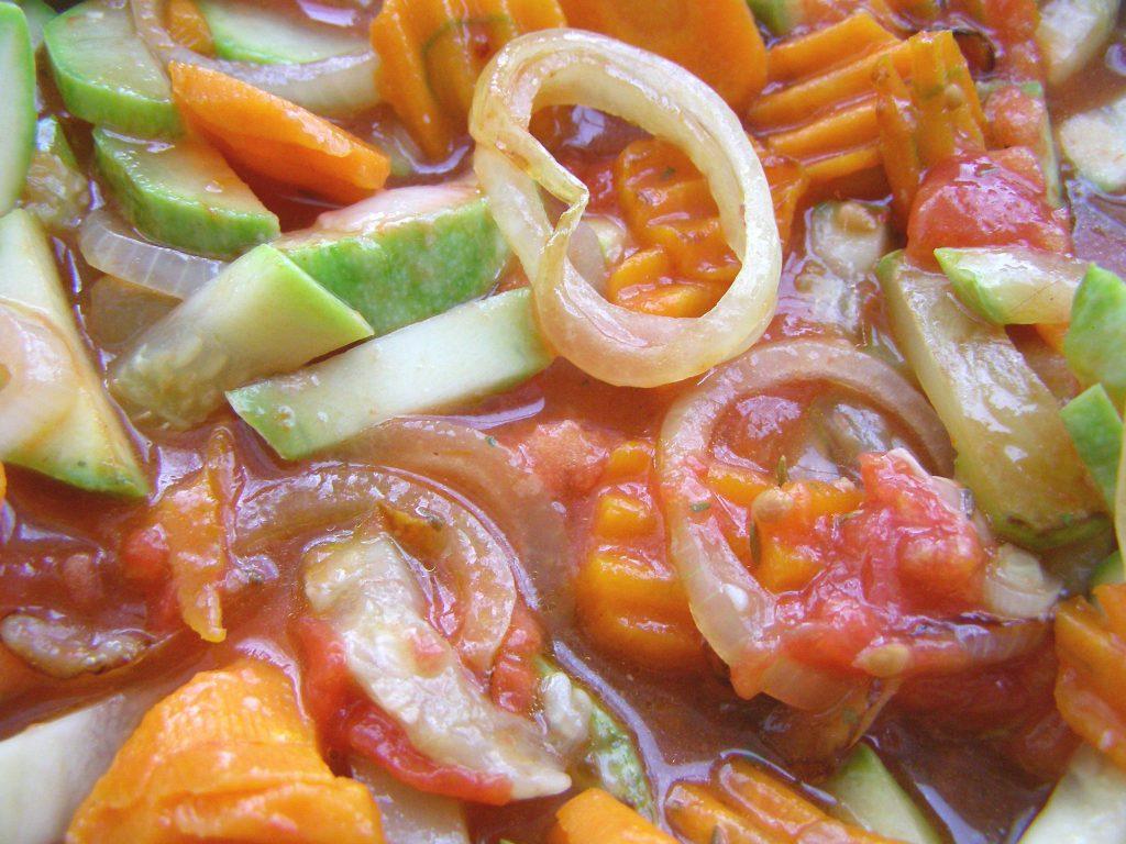 В томатном соке и овощами