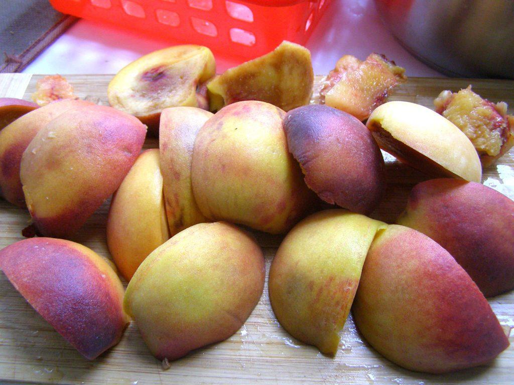 Нарежем персик