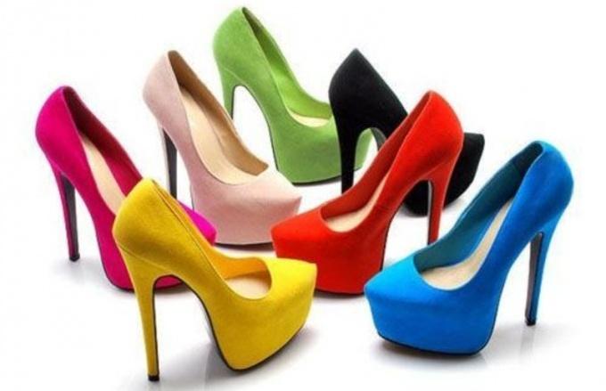 Разноцветные туфли