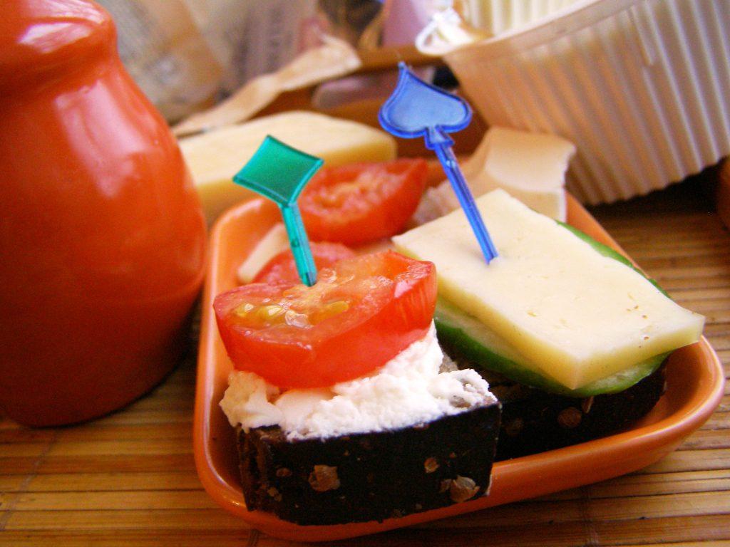 Закуска с острым сыром