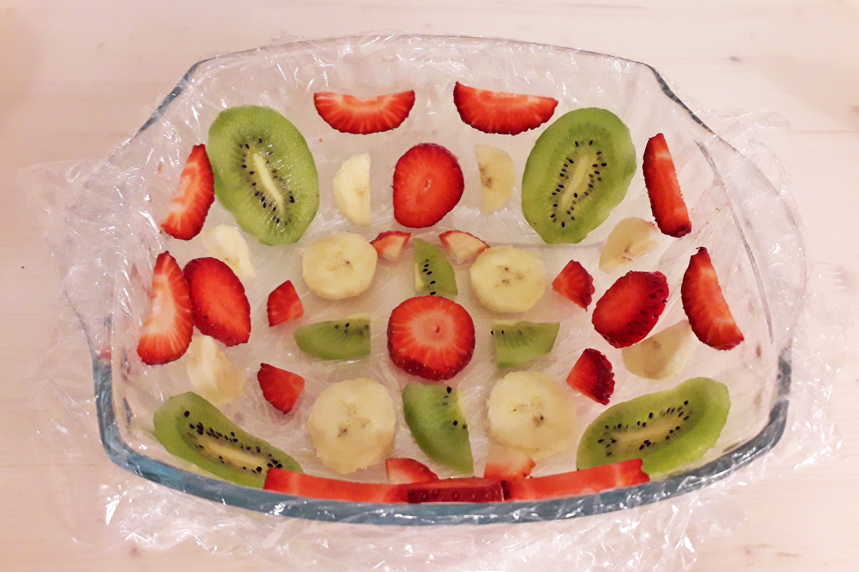 порезанные фрукты в форме
