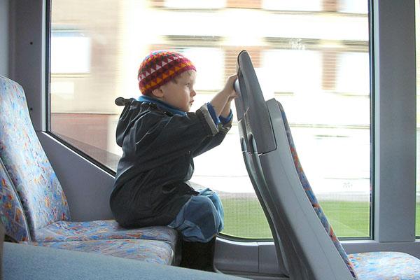 Ребенок в автобусе