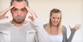 Мужчину раздражает женщина
