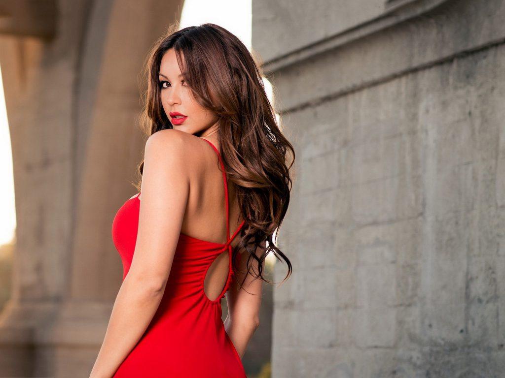 Одежда красных тонов
