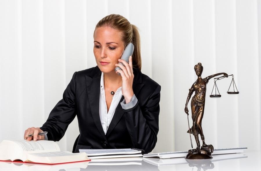 Женщина юрист