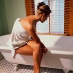 Принятие теплой ванны или расслабляющего душа