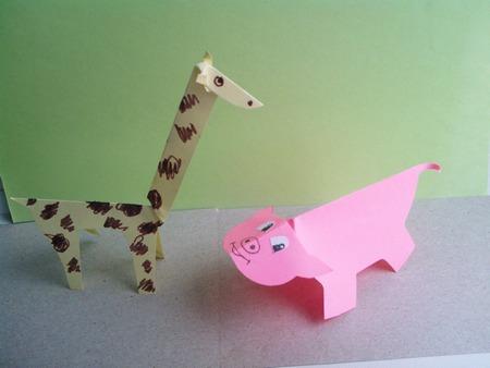 Жираф, поросенок