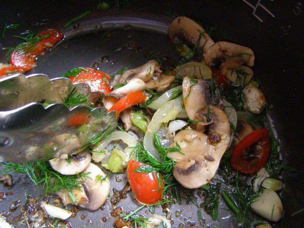 Жареные овощи и грибы