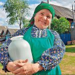 Бабушка в деревне