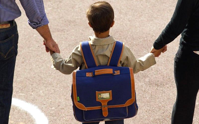 Школьник с родителями