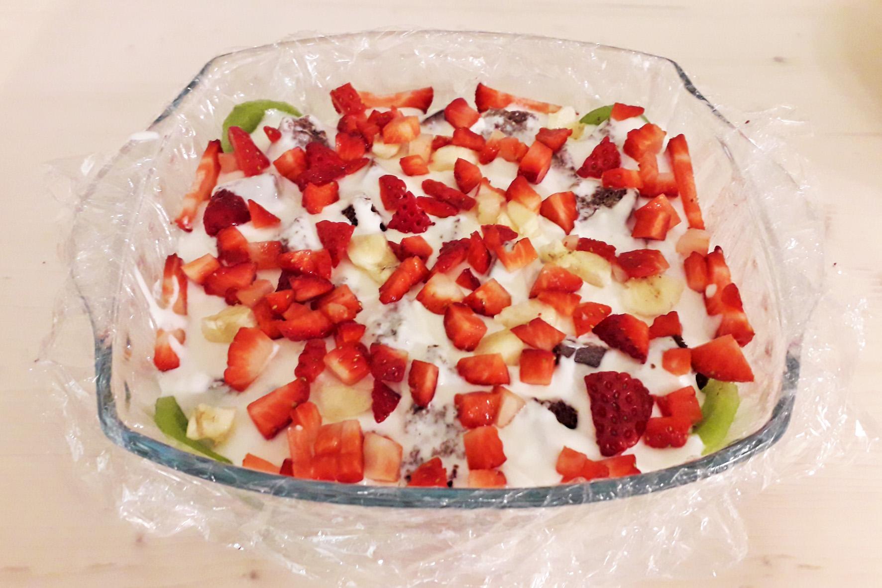 кусочки ягод в десерте