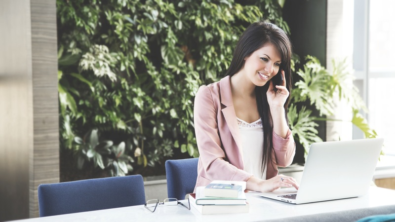 Работа на ресепшене для девушек - это старт карьеры, или её финал?