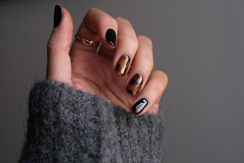 Модный маникюр осень зима 2021-2022: стильное украшение ногтей